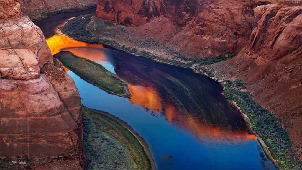 Colorado River at sunrise, Horse Shoe Bend, Page, Arizona, USA