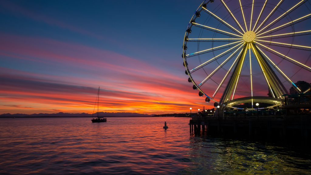 Sunset over Seattle Great Wheel in Elliott Bay, Washington, USA