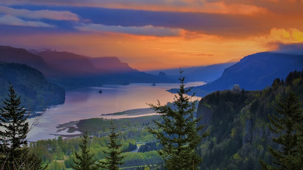 Sunrise over Vista House on Crown Point at Columbia River Gorge, Oregon, USA