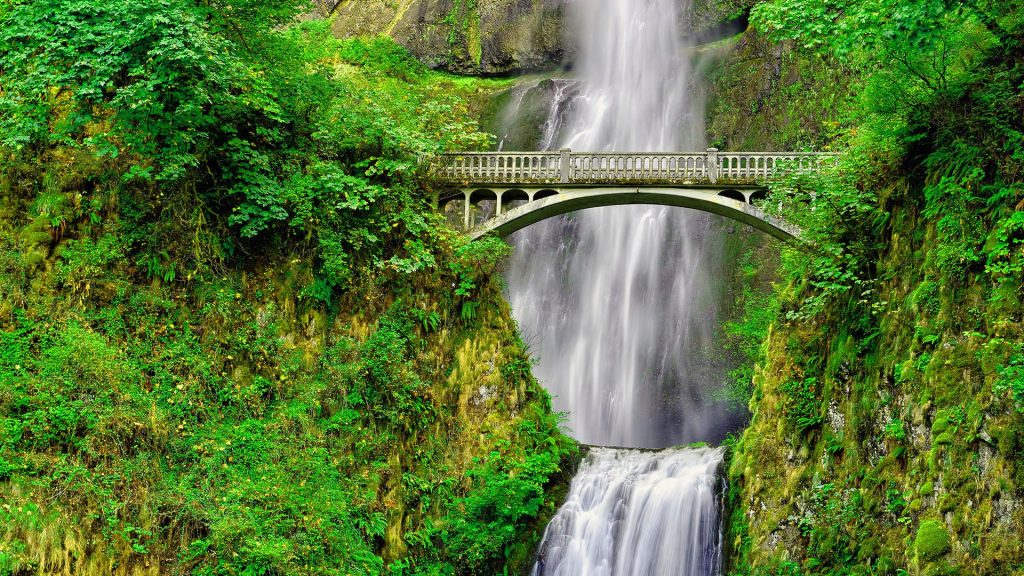 Benson Bridge over Multnomah Falls, Columbia River Gorge, Oregon, USA