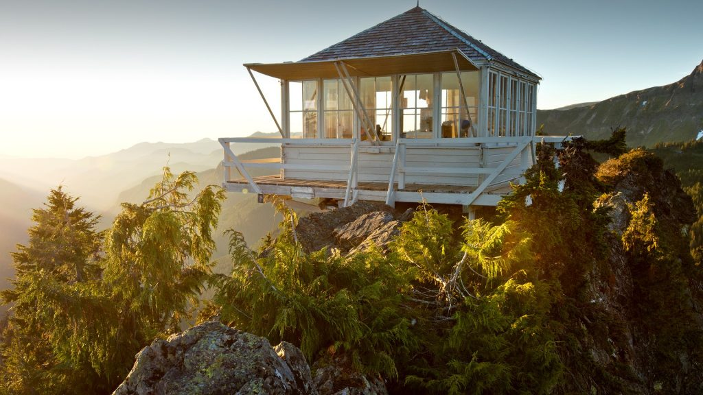 Park Butte fire lookout cabin, Washington, USA