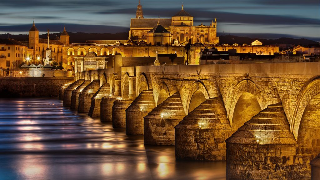 Puenta Bajada del Puente with view on Mezquita Cathedral, Córdoba, Andalusia, Spain