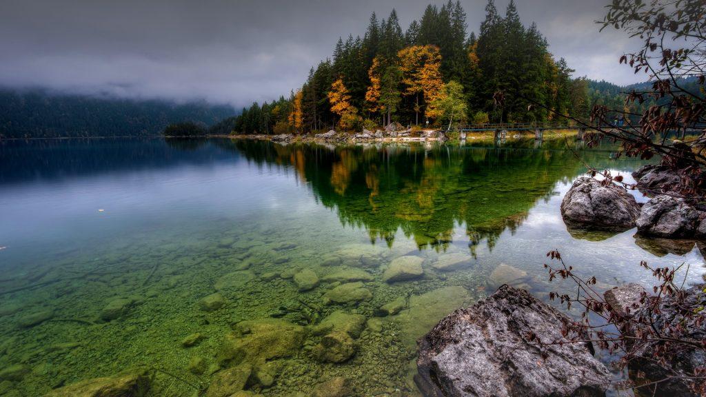 Eibsee in autumn, Werdenfelser Land, Bavaria, Germany