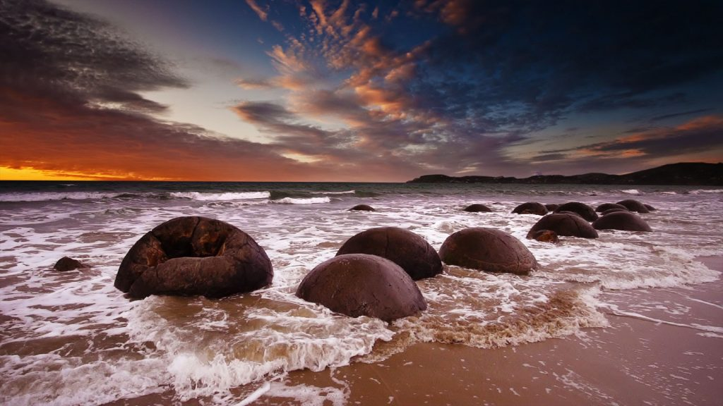 Moeraki Boulders at sunrise, Koekohe Beach, New Zealand