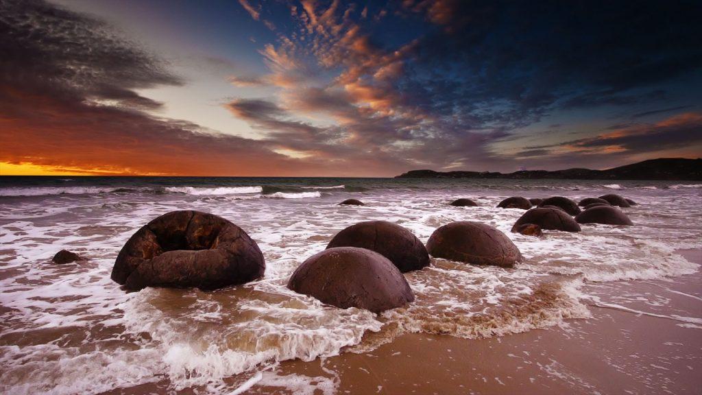 Moeraki Boulders at sunrise, Koekohe Beach, New Zealand