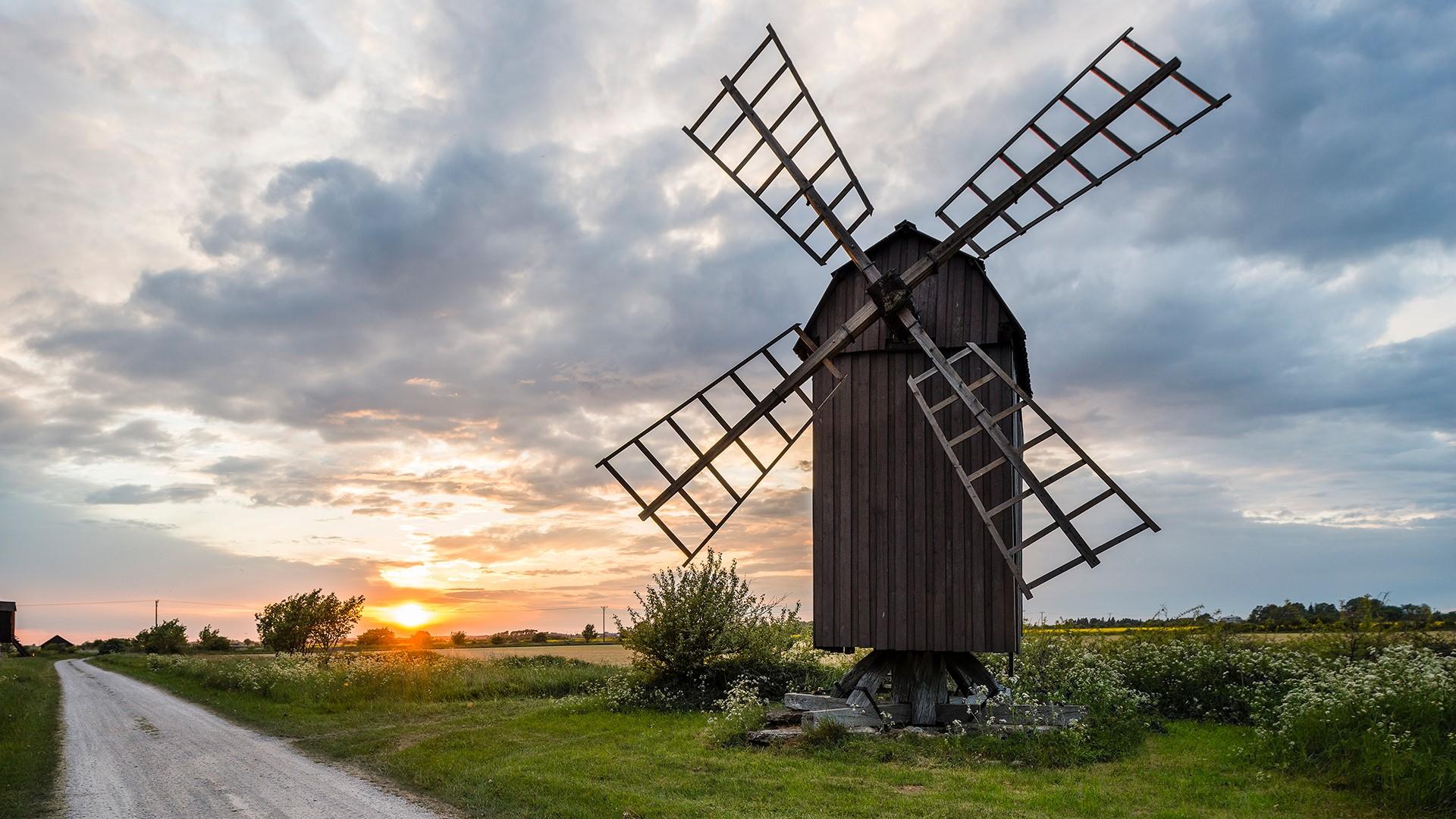 Windmill at sunset, Öland, Sweden   Windows 10 SpotLight