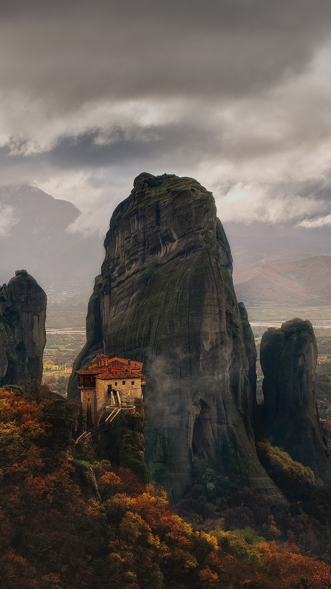 A Building By Rock Formations Kalampaka Meteora Greece
