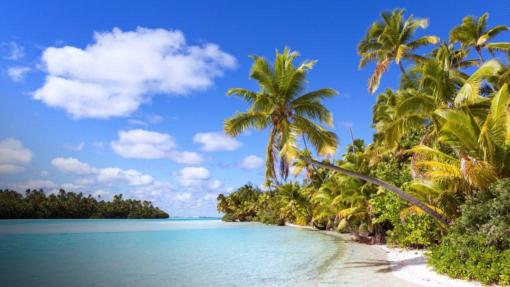 Tropical beach on One Foot Island (Tapuaetai), Aitutaki, Cook Islands
