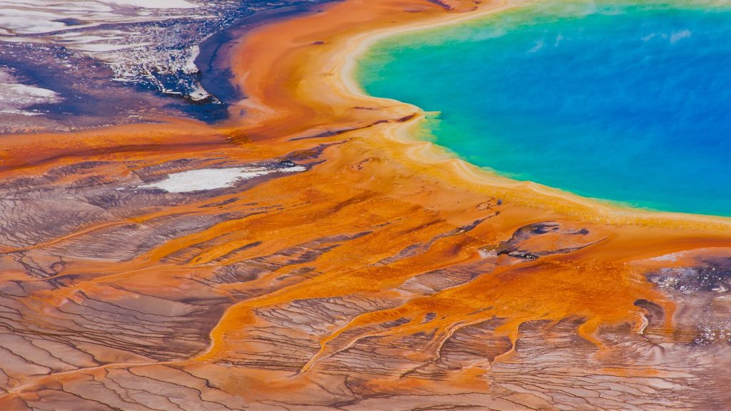 Grand Prismatic Spring in Yellowstone National Park, Midway Geyser Basin, Wyoming, USA