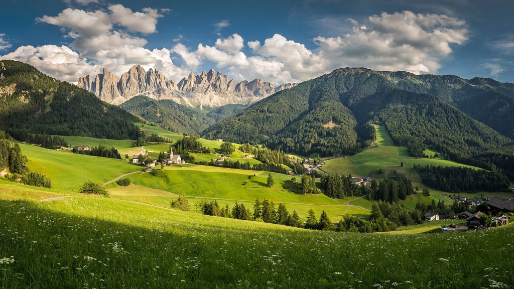 Val di Funes/Villnöss valley, Odle/Geisler Dolomite Massif, Italy