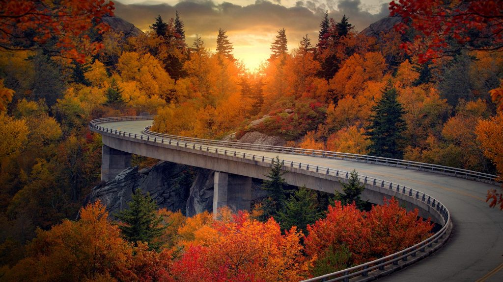 Linn Cove Viaduct on the Blue Ridge Parkway in autumn, North Carolina, USA
