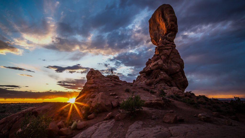 Balanced Rock in Arches National Park, Moab, Utah, USA