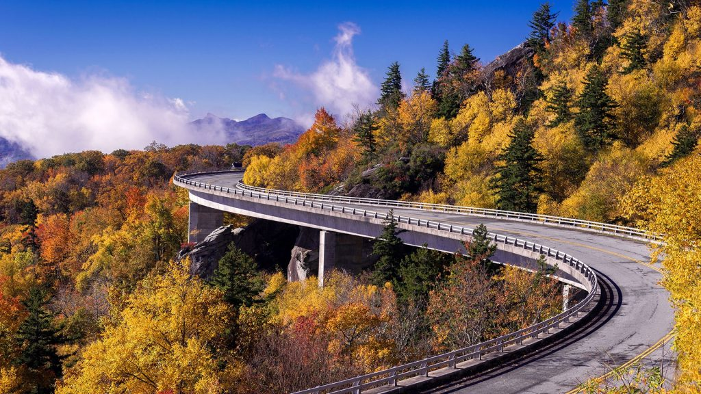 Linn Cove Viaduct around Grandfather Mountain, Blue Ridge Parkway, North Carolina, USA