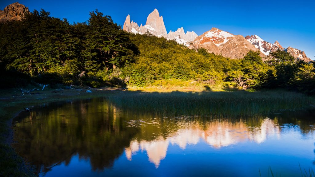 Mount Fitz Roy (Cerro Chalten) at sunrise, El Chaltén, Glaciers National Park, Argentina