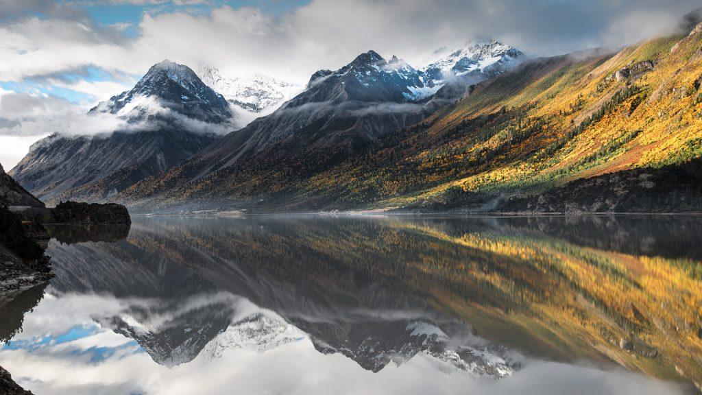 Ranwu Lake near Rawu, Tibet Autonomous Region, China