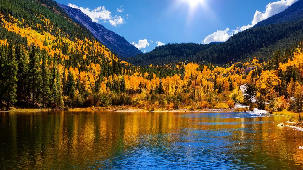 Georgetown Reservoir in autumn, Arapaho National Forest, Colorado, USA