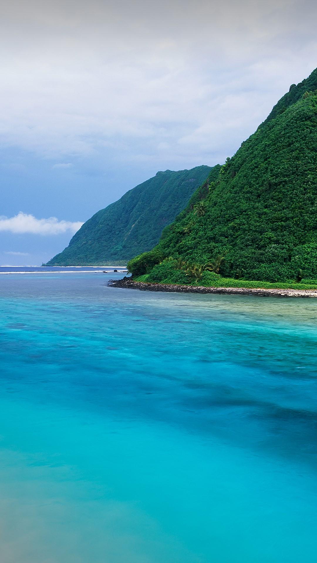 A river channel running through Ofu Island, American Samoa ...