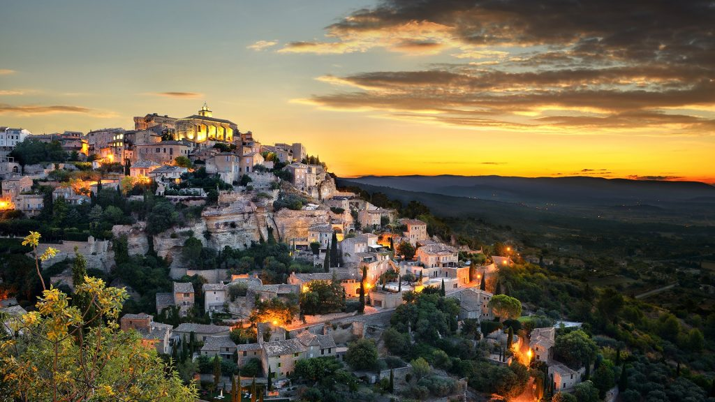 Village of Gordes, Luberon, Provence-Alpes-Cote d'Azur, France