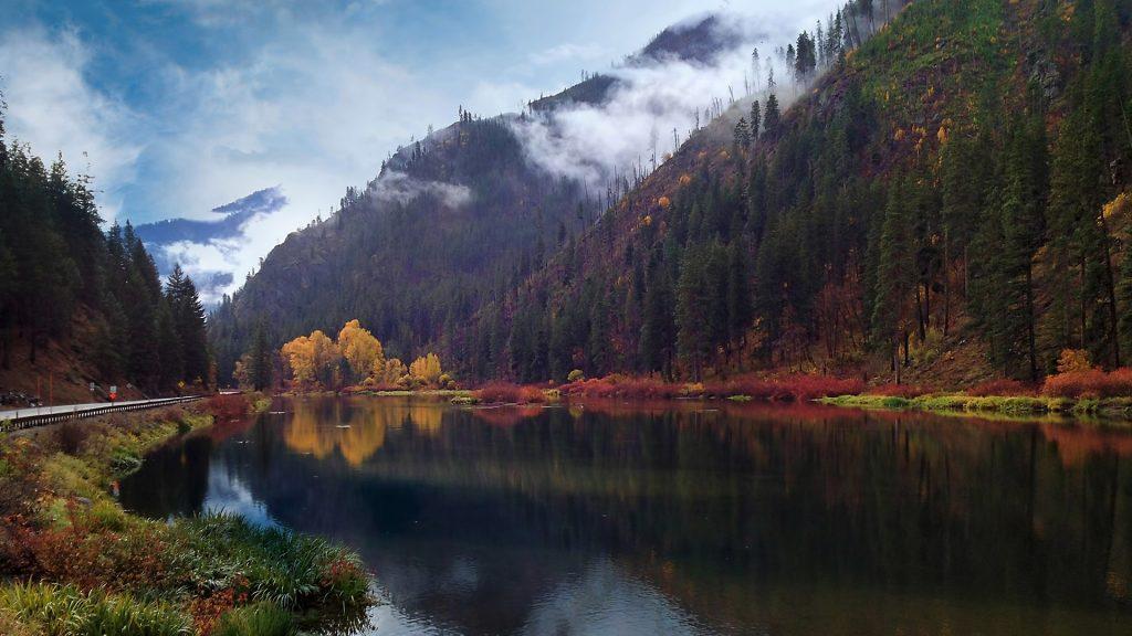 Autumn colors on Highway 2, Stevens Pass, Washington State, USA