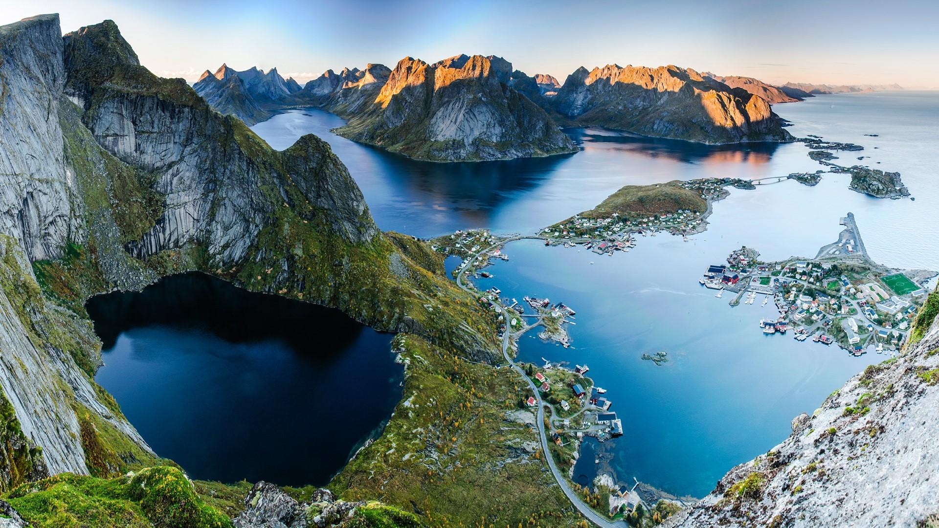 Sunset aerial view from reinebringen ridge on mountains - Image de reine ...