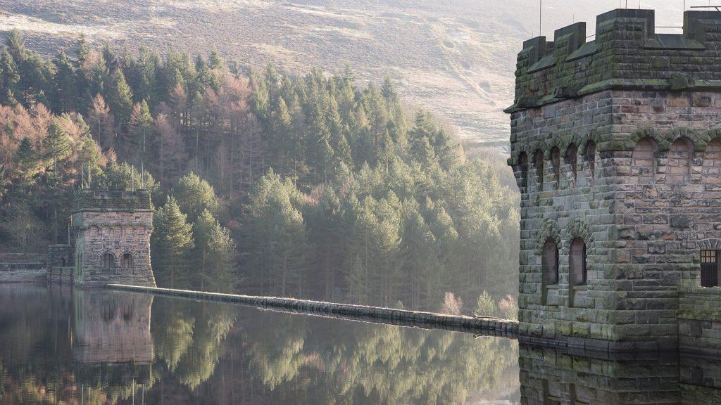 Dam and reservoir at Fairholmes in the Derwent valley, Peak District, Derbyshire, England, UK