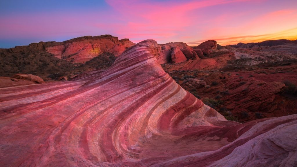 Wave Rock at sunset in the Valley of Fire State Park, Nevada, USA