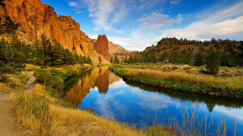 Misery Ridge reflected in Crooked River, Smith Rock State Park, Terrebonne, Oregon, USA