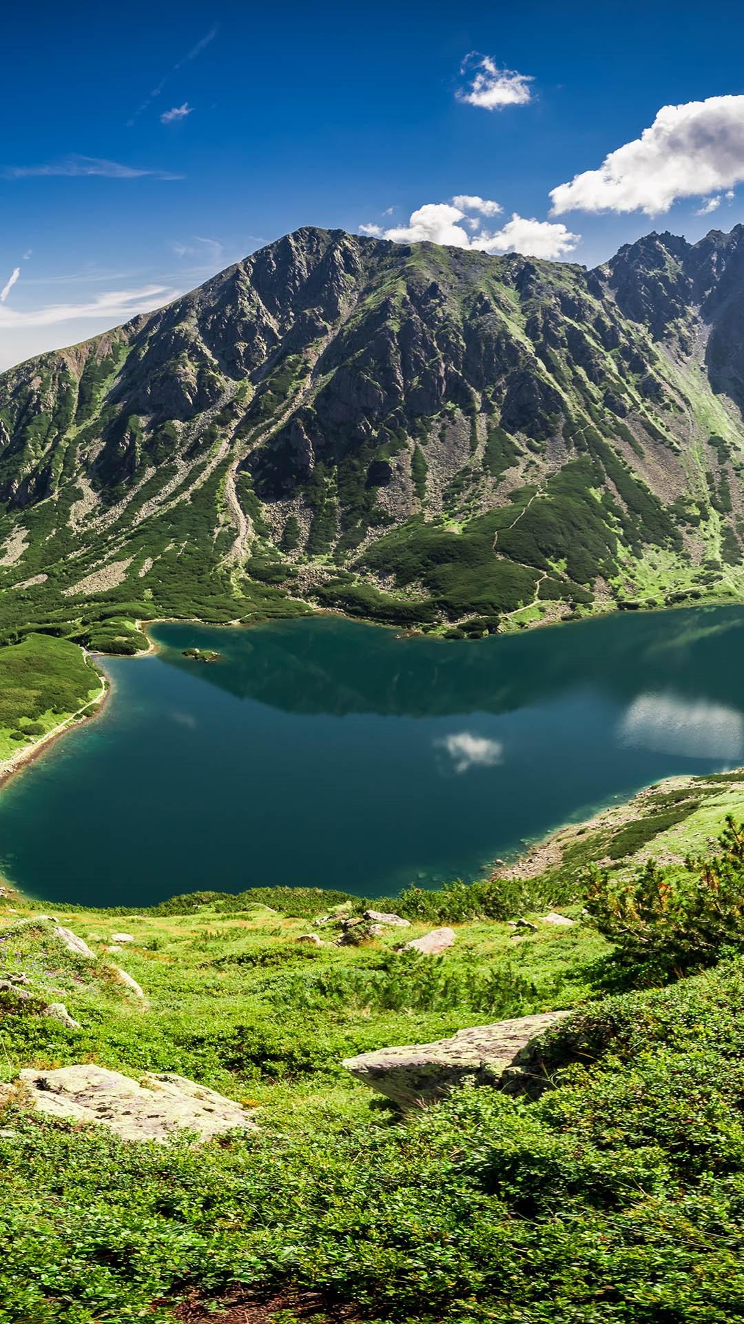 Panorama of Czarny Staw Gąsienicowy in Tatra Mountains ...