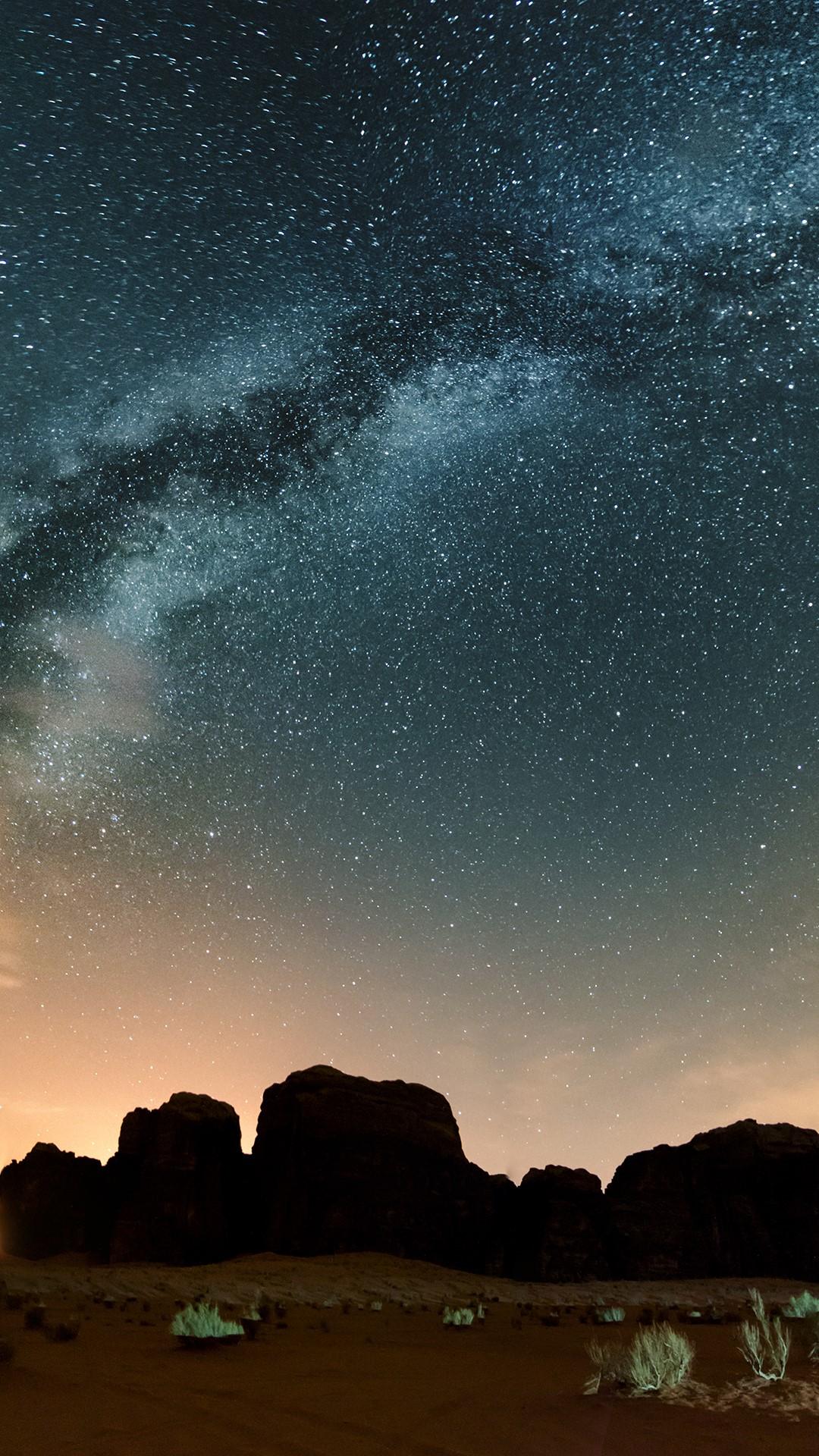 Milky way above red Wadi Rum desert at night, Jordan ...