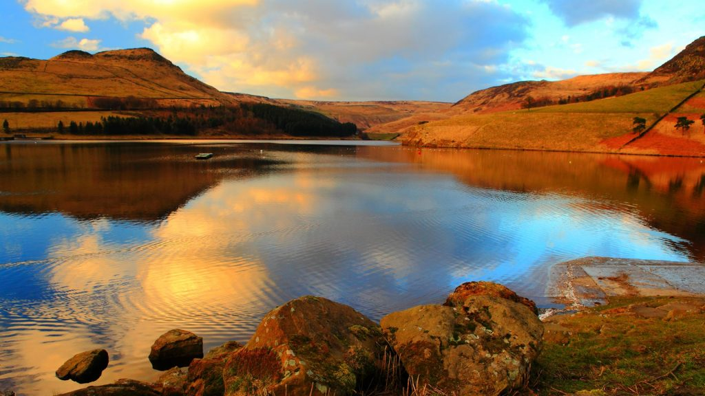 Dovestone reservoir in Peak District National Park, Greenfield, Greater Manchester, England, UK
