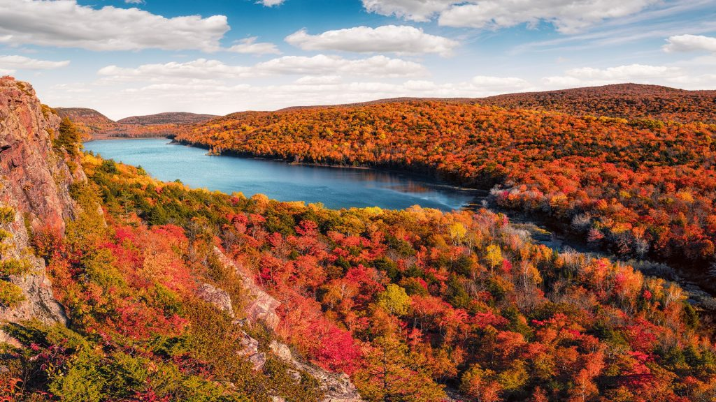 Lake of the Clouds, Porcupine Mountains in Fall Color, Upper Michigan Peninsula, USA