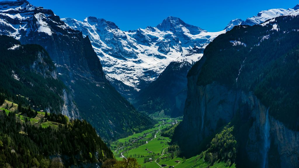 Mountain village Wengen in Switzerland Alps, Lauterbrunnen