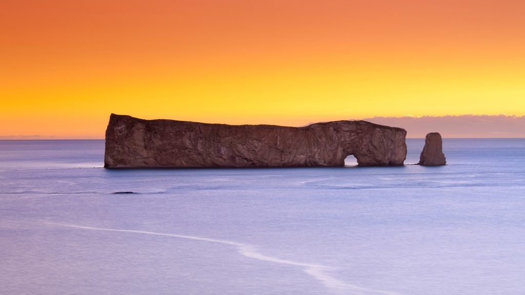 Percé Rock at dawn, Île-Bonaventure-et-du-Rocher-Percé National Park, Gaspé Peninsula, Quebec, Canada