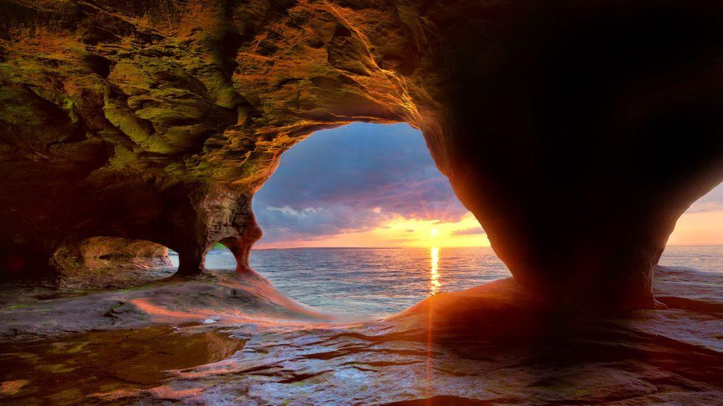 Caves on Lake Superior, Pictured Rocks National Lakeshore, Munising, Michigan, USA