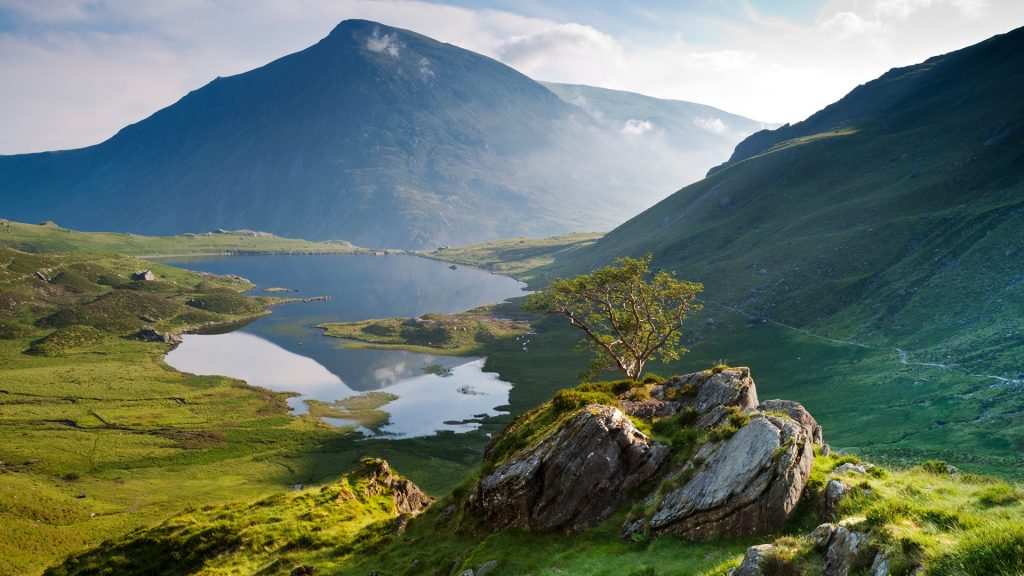 Llyn Idwal lake and Pen yr Ole Wen in distance, Snowdonia National Park, North Wales, UK