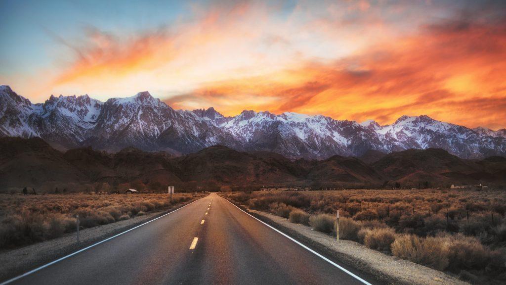 Highway 136 to Lone Pine, Alabama Hills, California, USA