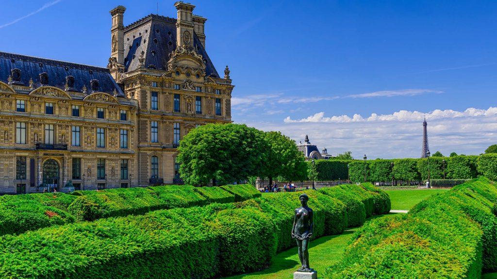 Tuileries Garden between Louvre Museum and Place de la Concorde, Paris, France