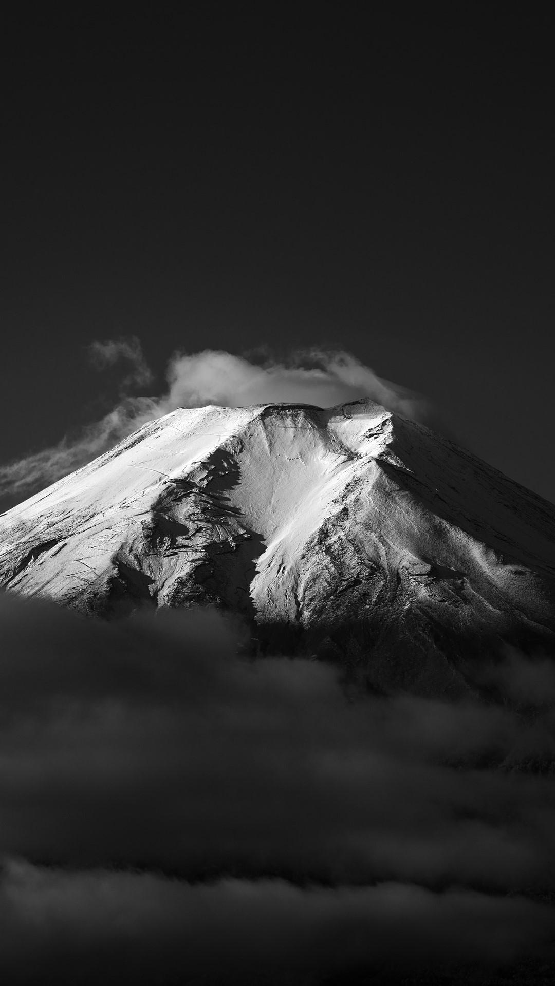 Virgin Snow Cap Fuji Just Got Snow Fujiyoshida