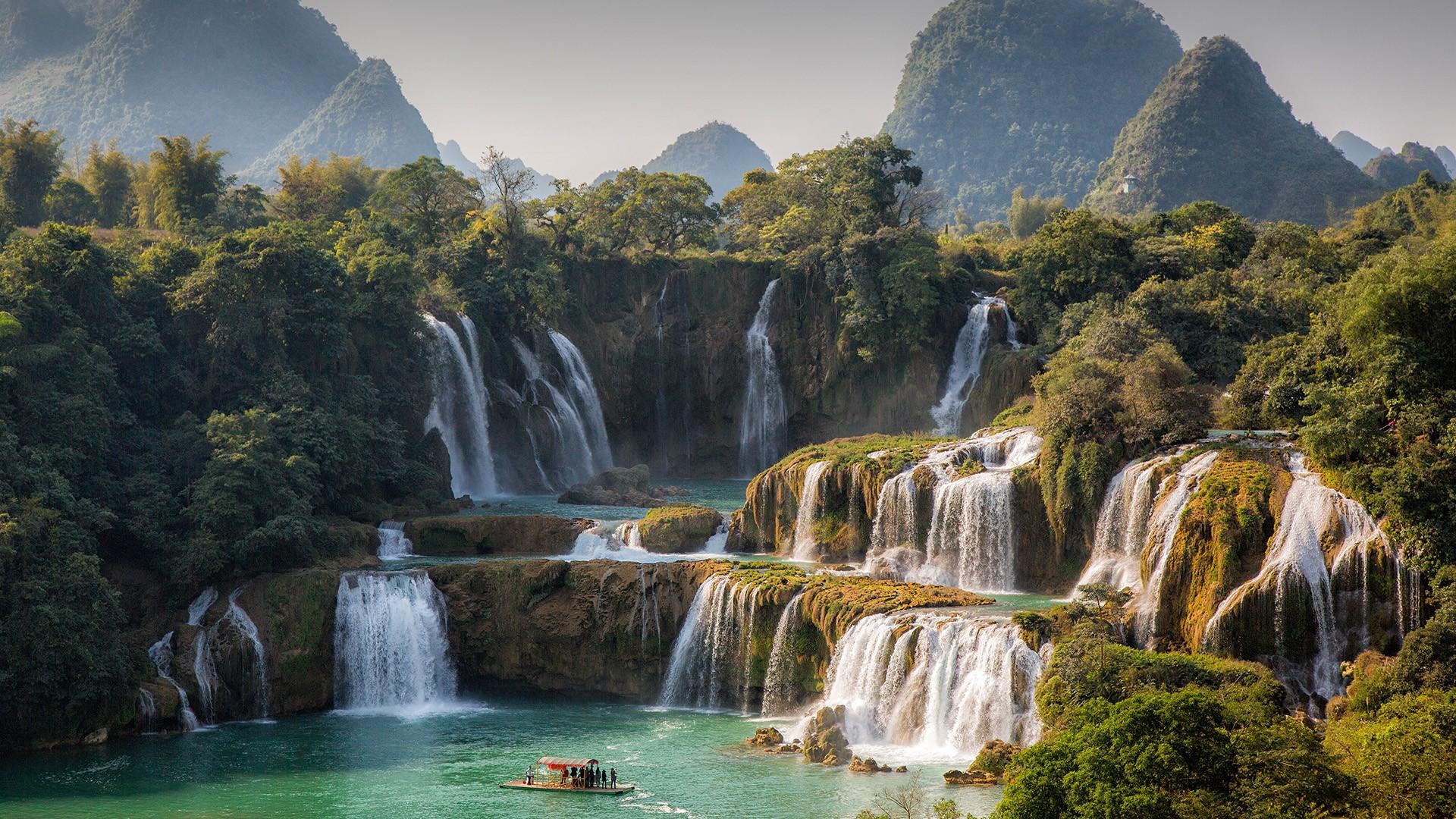 Ban Gioc - Detian Falls on Quây Sơn River between Vietnam and ...