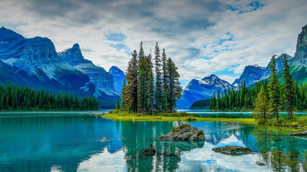 Spirit Island with Mount Paul and Monkhead Mountain, Maligne Lake, Jasper National Park, Canada