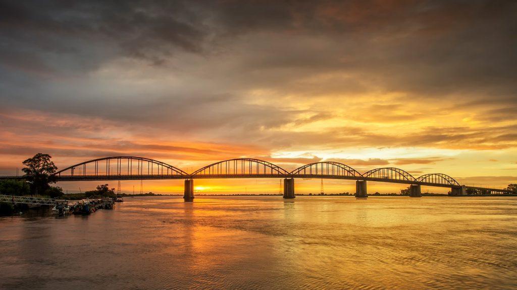 Óscar Carmona Bridge over river Tagus, Vila Franca de Xira, Lisbon, Portugal