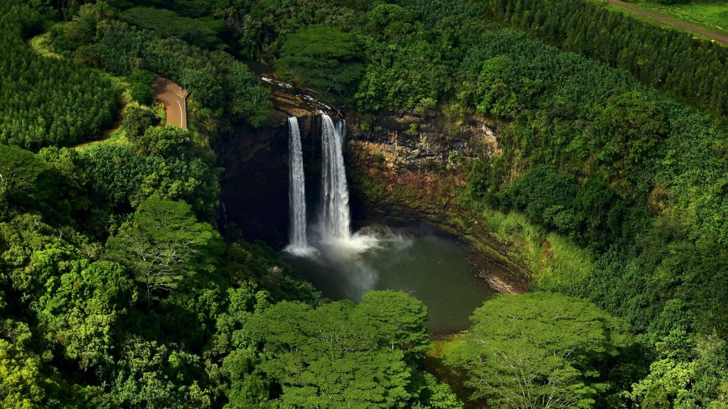 Twin waterfalls of Wailua Falls, Kauai, Hawaii, USA