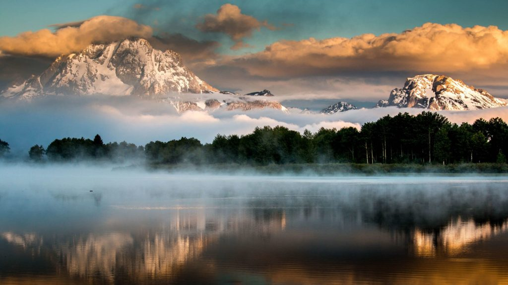 Oxbow Bend on Snake river at sunrise, Grand Tetons National Park, Wyoming, USA