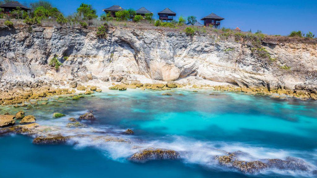 Coastline of Blue Lagoon on Nusa Ceningan island, Indonesia