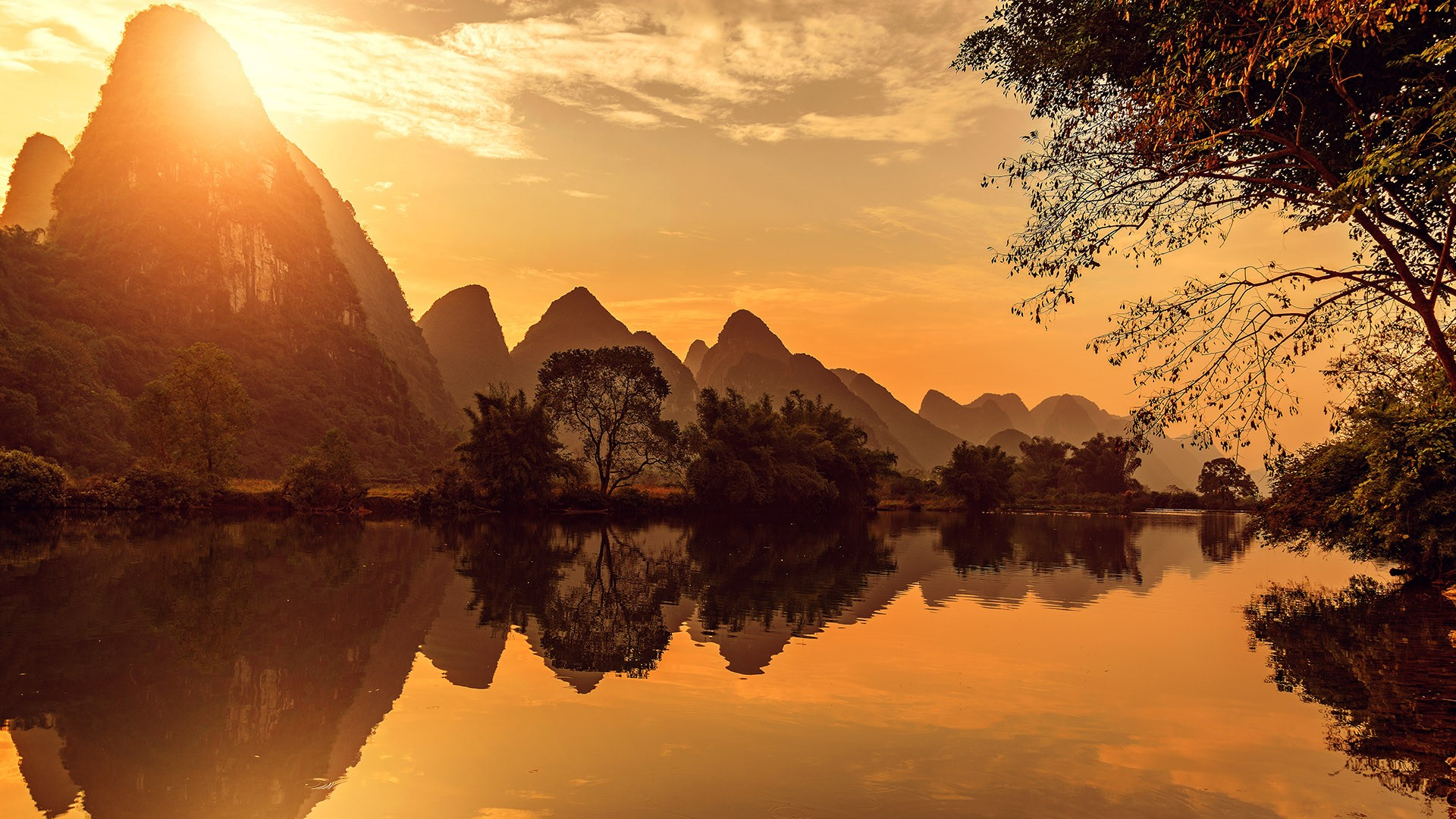 Sunset View Of Li River  Yangshuo  Guangxi  China