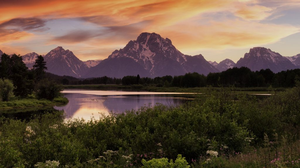 Sunset along the Snake River with Mount Moran, Grand Teton National Park, Wyoming, USA