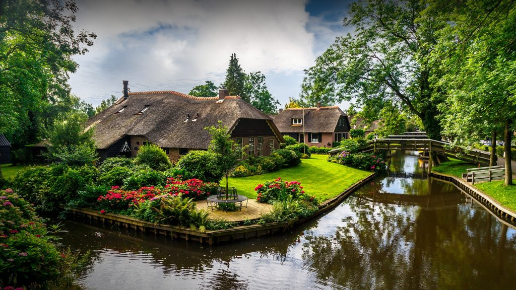 View of Giethoorn village with canals and rustic thatched roof houses, Overijssel, Netherlands