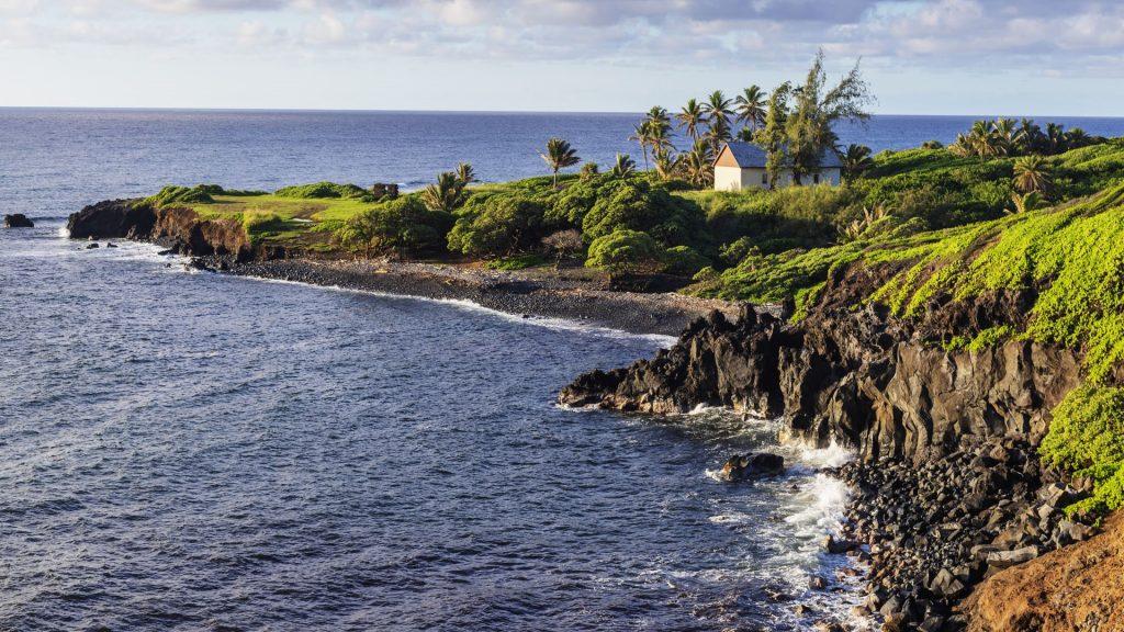 Coastal scenery on the road to Hana, Maui Island, Hawaii, USA