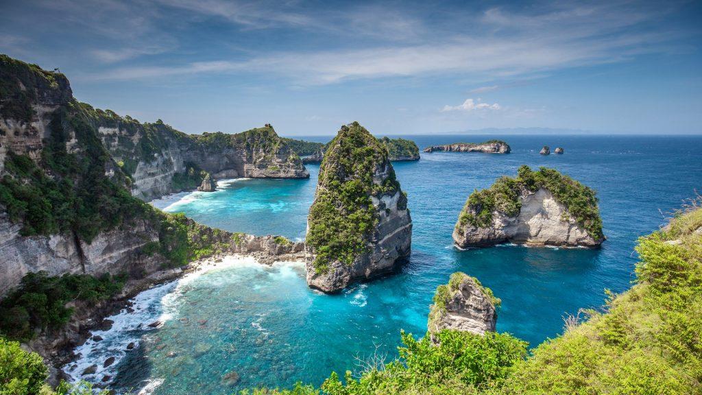 Thousand islands (Pulau Seribu) viewpoint on Nusa Penida island near Bali, Indonesia