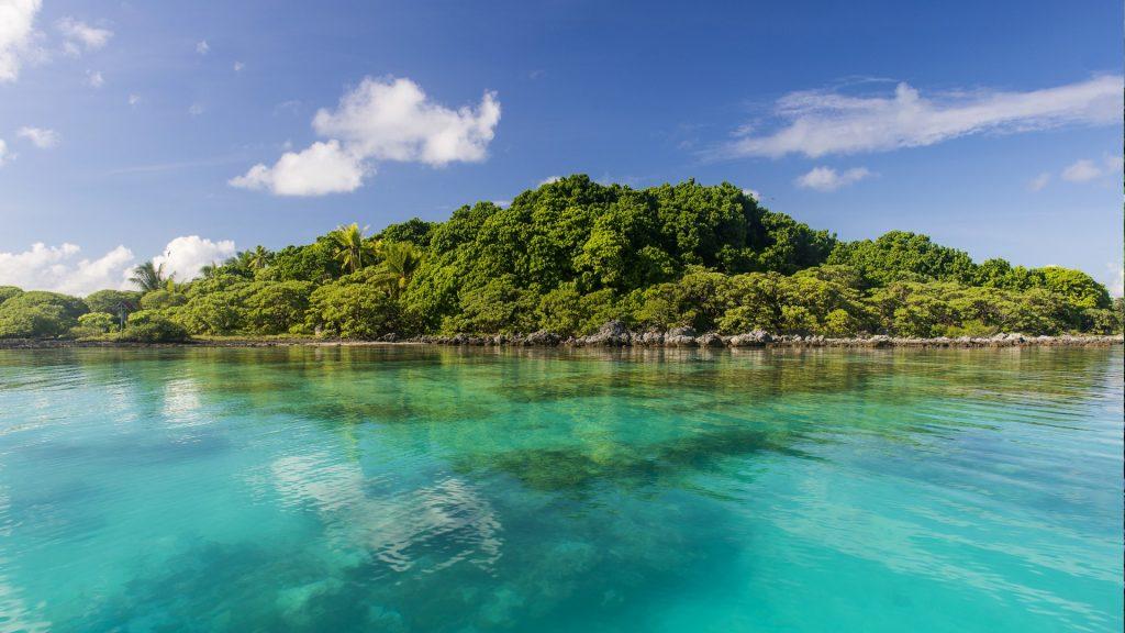 Clear waters at Bird Island, Tikehau, Tuamotu Archipelago, French Polynesia